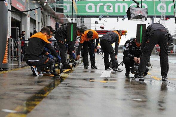 Nebel stoppt den Trainings-Freitag der Formel 1 beim Nürburgring-Comeback - Foto: LAT Images