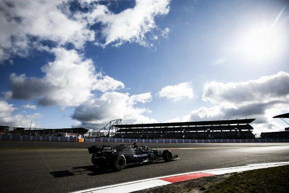 Vor allem hinter dem Safety Car nutzte Lewis Hamilton DAS exzessiv - Foto: LAT Images