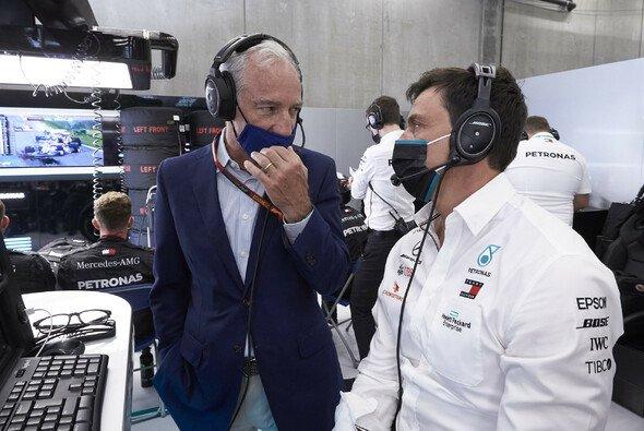 Greg Maffei, Liberty Medias CEO, mit Mercedes-Teamchef Toto Wolff - Foto: LAT Images