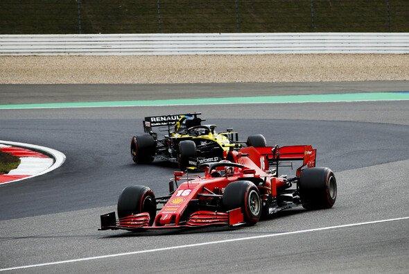 Charles Leclerc war Daniel Ricciardo wegen Grainings schnell geliefert - Foto: LAT Images