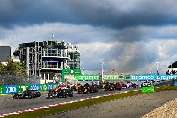 Die Formel 1 überlegt, in Zukunft wieder Rennen im jährlichen Wechsel rotieren zu lassen - Foto: LAT Images