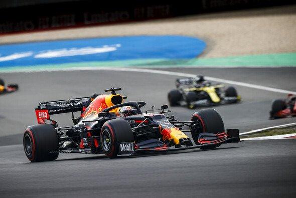 Max Verstappen freute sich nach dem Formel-1-Rennen auf dem Nürburgring ausnahmsweise auch über Platz zwei - Foto: LAT Images