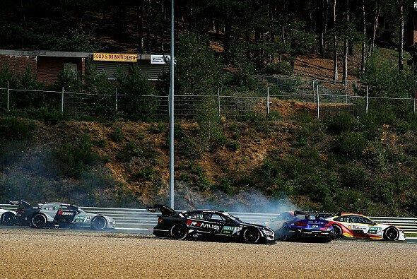 Die DTM in Zolder: Hier krachen Timo Glock und Ferdinand Habsburg zusammen - Foto: Audi Communications Motorsport