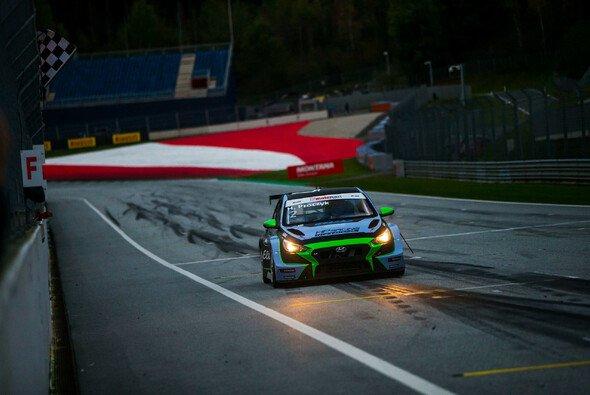 Dritter Saisonsieg für Harald Proczyk - Foto: ADAC TCR Germany