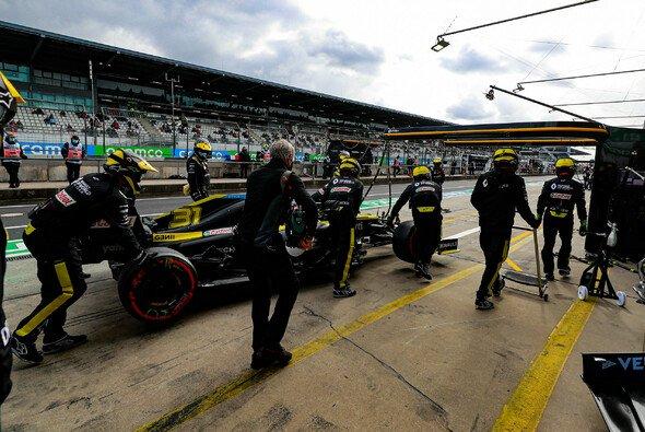 Esteban Ocon musste auf dem Nürburgring mit Hydraulik-Defekt aufgeben - Foto: LAT Images