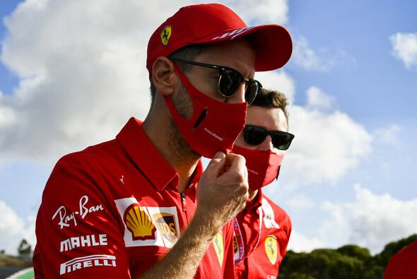 Sebastian Vettel weiß, dass er in der Saison 2020 nicht immer abgeliefert hat - Foto: LAT Images