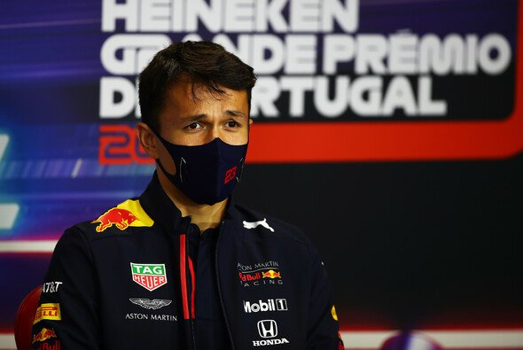 Alex Albon sitzt noch im Red Bull, auch in Portugal - Foto: LAT Images
