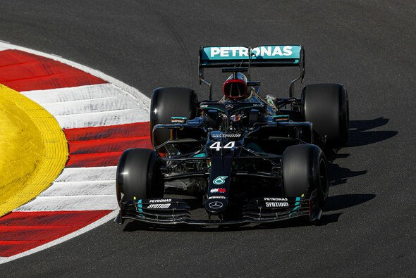 Lewis Hamilton war mit in Portimao mit den neuen Pirelli-Reifen nicht zufrieden - Foto: LAT Images