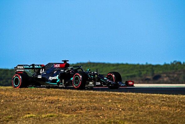 Lewis Hamilton startet beim Formel-1-Rennen in Portugal von der Pole Position - Foto: LAT Images