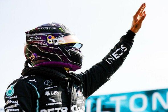 Lewis Hamilton steht in Portugal wieder auf der Pole - Foto: LAT Images