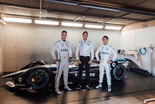 Mercedes-Teamchef Ian James mit den Fahrern Stoffel Vandoorne und Nyck de Vries - Foto: Daimler AG