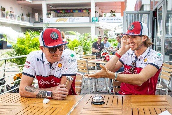 Kimi Räikkönen und Antonio Giovinazzi fahren auch 2021 für Alfa-Sauber in der Formel 1 - Foto: Alfa Romeo Racing