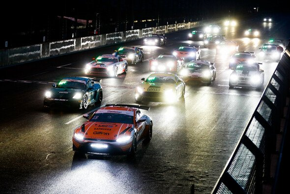 Start frei zum Rennen der ADAC GT4 Germany auf dem DEKRA Lausitzring - Foto: ADAC GT4 Germany