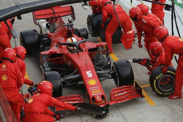 Lässt Ferrari Sebastian Vettel absichtlich im Stich? - Foto: LAT Images