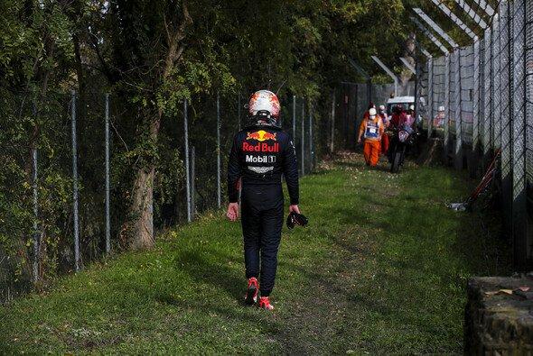 Max Verstappen war in Imola auf dem besten Weg zum nächsten Podium - und dann auf dem Heimweg - Foto: LAT Images