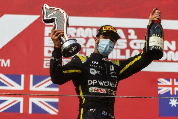 Daniel Ricciardo stand in Imola zum zweiten Mal für Renault auf dem Podium - Foto: LAT Images
