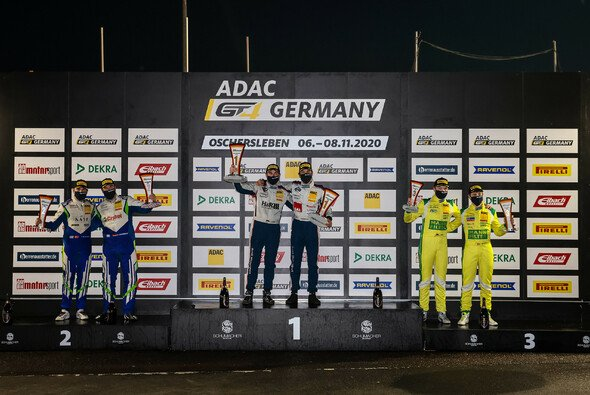 Das Meister-Podium der Saison 2020 in der ADAC GT4 Germany - Foto: ADAC GT4 Germany