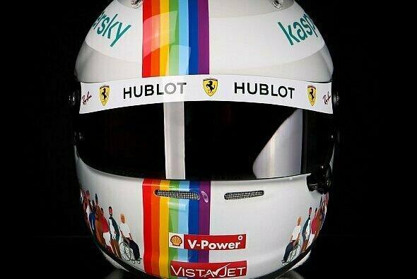 Sebastian Vettel versteigert seinen 'Diversity-Helm' für den guten Zweck - Foto: Jens Munser Design