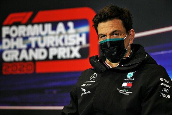 Toto Wolff: Fährt die Formel 1 bereits in fünf Jahren nur noch mit Bio-Treibstoff - Foto: LAT Images