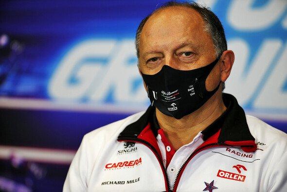 Frederic Vasseur bleibt Alfa Romeo als Teamchef erhalten. - Foto: LAT Images