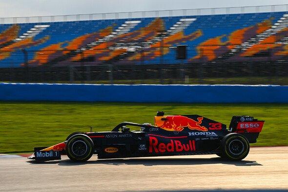 Max Verstappen beendete den Freitag der Formel 1 in Istanbul mit der Bestzeit im zweiten Training - Foto: LAT Images