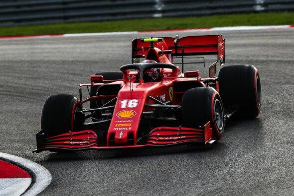 Charles Leclerc kam beim Formel-1-Comeback in der Türkei mit dem rutschigen Asphalt gut zurecht - Foto: LAT Images