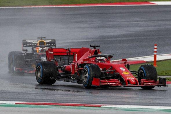 Sebastian Vettel hielt Max Verstappen souverän hinter sich - Foto: LAT Images