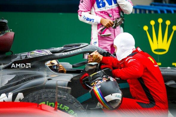 Sebastian Vettel war Lewis Hamiltons erster persönlicher Gratulant - Foto: LAT Images