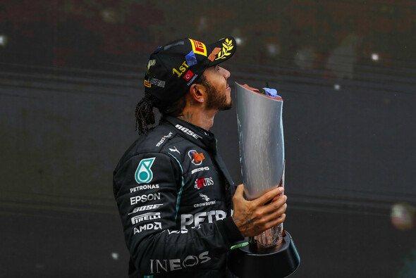 Lewis Hamilton wurde nun zum Ritter geschlagen - Foto: LAT Images