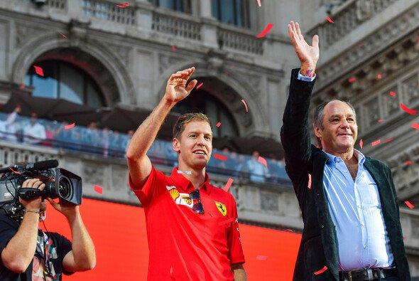 Kennen sich seit vielen Jahren bestens: Sebastian Vettel und DTM-Chef Gerhard Berger - Foto: LAT Images