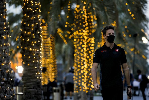 Die Formel-1-Piloten kommen heute im Bahrain-Fahrerlager an - Foto: LAT Images