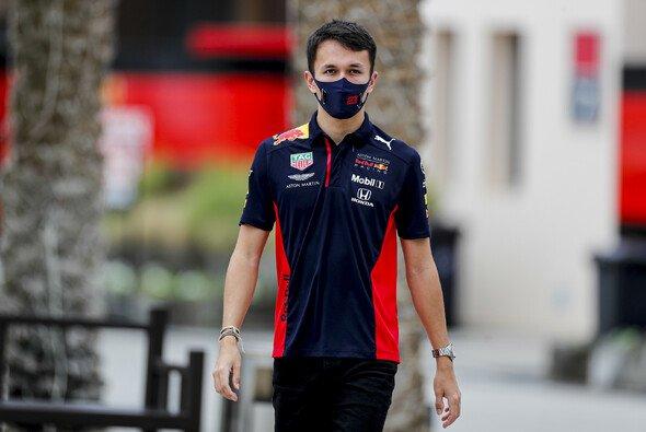 Alex Albon wird an diesem Wochenende wieder am virtuellen GP teilnehmen - Foto: LAT Images
