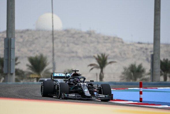 Lewis Hamilton deklassierte die Konkurrenz im 1. Freien Training zum Bahrain GP - Foto: LAT Images