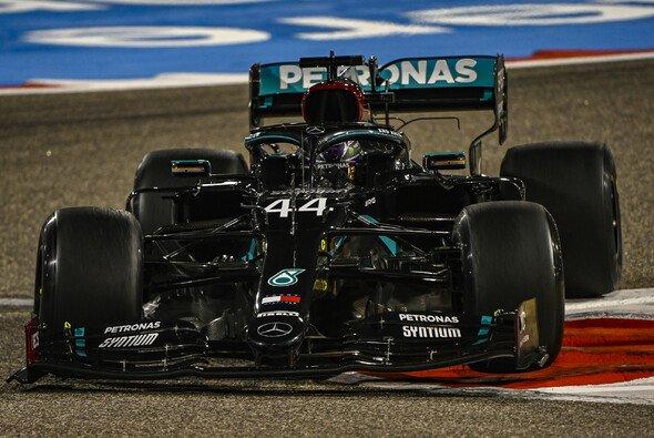 Lewis Hamilton fuhr am Freitag der Formel 1 in Bahrain in beiden Trainings die Bestzeit - Foto: LAT Images