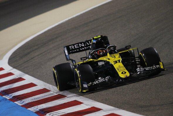 Esteban Ocon kämpft um den Anschluss an Renault-Teamkollege Daniel Ricciardo - Foto: LAT Images