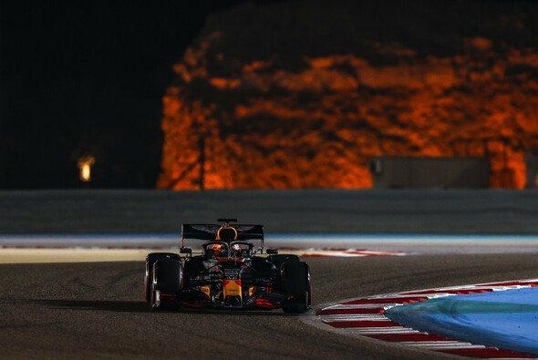 Max Verstappen musste sich im Qualifying in Bahrain letztlich doch wieder hinten anstellen - Foto: LAT Images