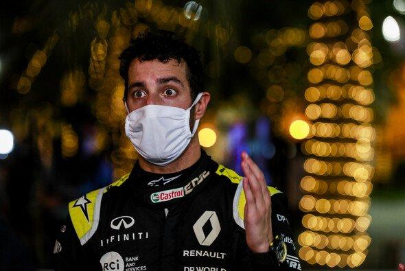 Daniel Ricciardo kritisiert die Formel 1 für dauernde Replays des Grosjean-Unfalls in Bahrain - Foto: LAT Images