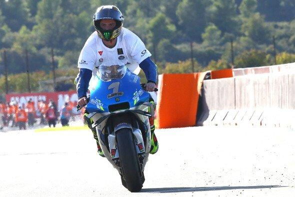 Nach seinem Titelgewinn wurde sofort die 1 auf Mirs Suzuki geklebt - Foto: LAT Images