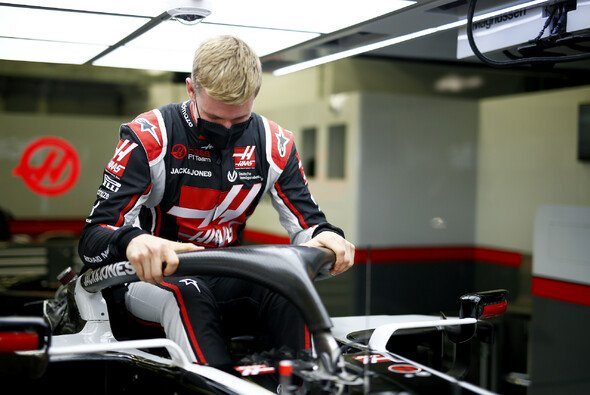 Mick Schumacher beim Young Drivers Test in Abu Dhabi. - Foto: LAT Images