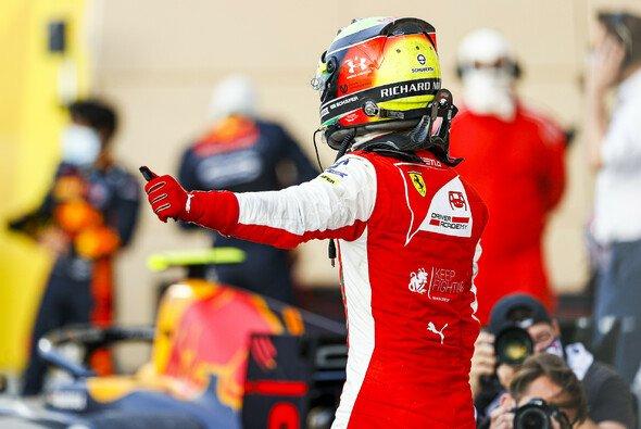 Jubel in Bahrain: Mick Schumacher ist der neue Formel-2-Meister - Foto: LAT Images