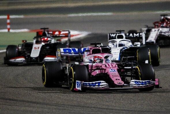 Racing-Point-Pilot Sergio Perez hat beim Sakhir GP in Bahrain seinen ersten Sieg in der Formel 1 gefeiert - Foto: LAT Images