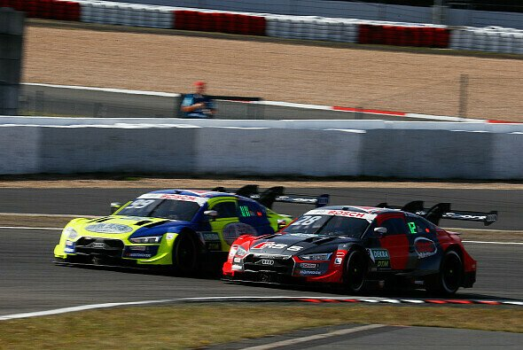 Phoenix-Duo sorgt für Unterhaltung: Mike Rockenfeller und Loic Duval - Foto: Audi Communications Motorsport
