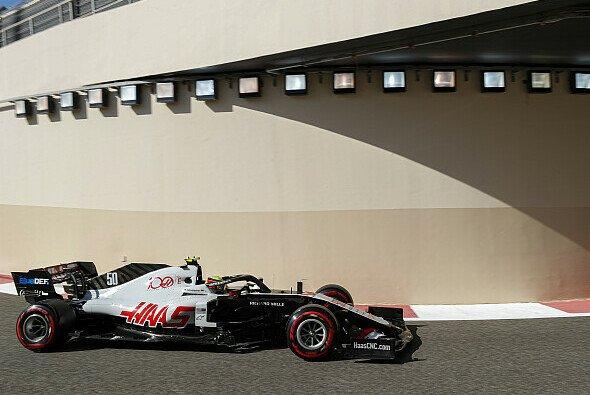 In Abu Dhabi gab Mick Schumacher sein offizielles Formel-1-Debüt - Foto: LAT Images