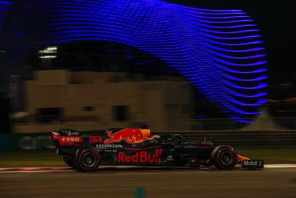 Max Verstappen fuhr im Qualifying der Formel 1 in Abu Dhabi das erste Mal in der Saison 2020 auf die Pole Position - Foto: LAT Images