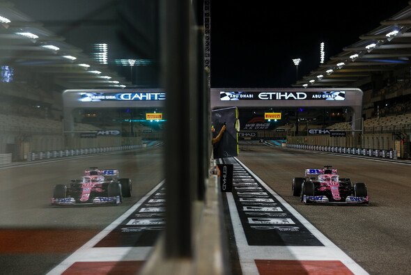 Racing Point muss beim Finale in Abu Dhabi die Niederlage gegen McLaren fürchten - Foto: LAT Images