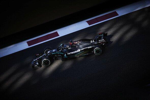 Mercedes war am Freitag in Abu Dhabi wieder einmal Pacesetter - Foto: LAT Images