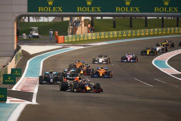 Der Start in Abu Dhabi - Foto: LAT Images