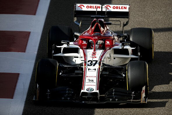 Ferrari-Junior Callum Ilott testete bereits 2019 und 2020 für Alfa Romeo Sauber - Foto: LAT Images