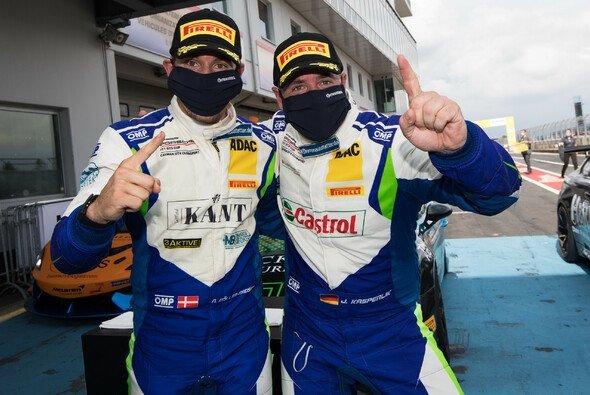 Meister der ADAC GT4 Germany: Nicolaj Møller Madsen (li.) und Jan Kasperlik - Foto: ADAC Motorsport