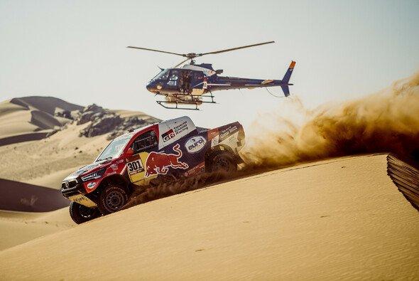 Nasser Al-Attiyah gewann die zweite Etappe in Folge - Foto: Red Bull